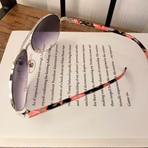 🕶💟Pink floral armed sunglasses
